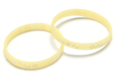 China Fitness Center Embossed Silicone Bracelets Waterproof Customized Color factory